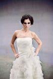 Junge Frau, die modernes Kleid trägt Lizenzfreie Stockbilder