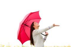 Junge Frau, die nach Regen sucht Lizenzfreies Stockfoto