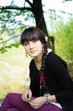 Junge Frau, die Natur genießt Lizenzfreie Stockfotografie