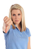 Junge Frau, die negative Geste bildet Lizenzfreies Stockfoto