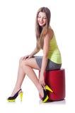 Junge Frau, die neue Schuhe versucht Stockfoto