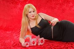 Junge Frau, die neues Jahr feiert Stockfoto