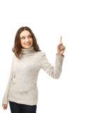 Junge Frau, die in Richtung zum offenen Raum zeigt Lizenzfreies Stockbild