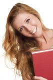Junge Frau, die rotes Buch hält Lizenzfreie Stockfotos