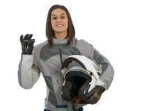 Junge Frau, die stolz ihre neue Motorradlizenz auf Weiß zeigt stockfoto