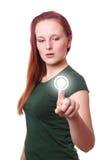 Junge Frau, die Touch Screen Knopf betätigt Lizenzfreie Stockbilder