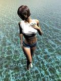 Junge Frau, die in Wasser geht Lizenzfreie Stockfotos