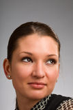 Junge Frau, die weg von Kamera schaut Lizenzfreies Stockbild