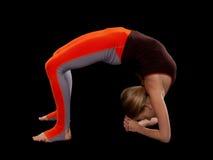 Junge Frau, die Yoga tut Lizenzfreies Stockfoto