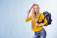 Junge Frau, die zur Schule geht Lizenzfreie Stockfotos