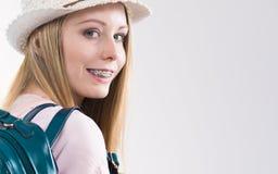 Junge Frau, die zur Schule geht Stockfotografie