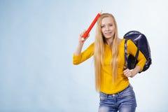 Junge Frau, die zur Schule geht Stockbilder