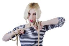 Junge Frau in einem gestreiften Unterhemd lizenzfreies stockbild