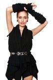 Junge Frau in einem modernen schwarzen Kleid Stockfotos