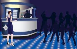 Junge Frau in einem Nachtklub Lizenzfreie Stockfotos