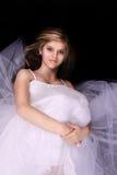 Junge Frau in einem weißen Kleid Stockbild
