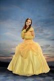 Junge Frau gekleidet in Pricess-Kostüm stockfoto