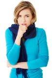 Junge Frau hat eine Grippe stockfoto