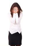 Junge Frau hat Gesicht mit den Händen geschlossen Lizenzfreies Stockbild