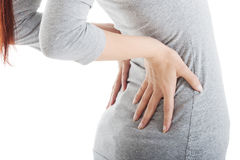 Junge Frau hat Rückenschmerzen. Stockfoto