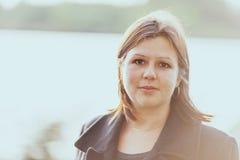 Junge Frau Headshot lizenzfreies stockbild