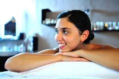 Junge Frau im Badekurort Lizenzfreie Stockfotos