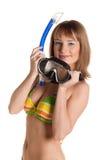 Junge Frau im Bikini mit Schablone für Tauchen Lizenzfreies Stockbild