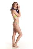 Junge Frau im Bikini mit Schablone für Tauchen Stockfotos