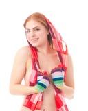 Junge Frau im bunten Schal Lizenzfreie Stockfotografie