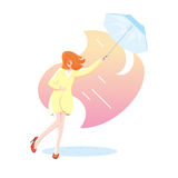 Junge Frau im gelben Mantel mit dem blauen Regenschirm ausgesetzt Regen Stockfotos