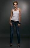 Junge Frau im Hemd und in den Jeans stockfotos