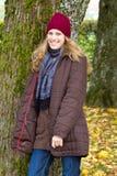 Junge Frau im Herbst Stockbild