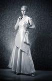 Junge Frau im Kleid lizenzfreie stockbilder