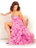 Junge Frau im langen rosa Kleid Stockbilder