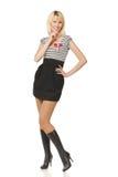 Junge Frau im Minikleid Lizenzfreie Stockfotografie