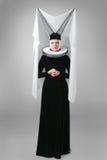 Junge Frau im mittelalterlichen Kleid lizenzfreies stockbild