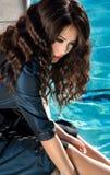 Junge Frau im Pool Lizenzfreie Stockfotografie