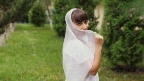 Junge Frau im Saree stock footage
