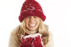 Junge Frau im Schnee stockbilder