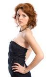 Junge Frau im schwarzen Kleid Stockfotos
