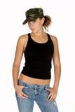 Junge Frau im Tarnung-Hut lizenzfreies stockbild