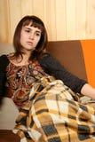 Junge Frau im Tiefstand lizenzfreie stockbilder