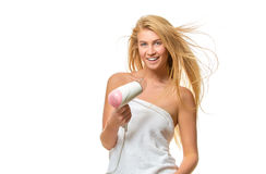 Junge Frau im Tuch trocknet Haar ein hairdryer Lizenzfreies Stockfoto