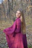 Junge Frau im Wald Lizenzfreies Stockbild