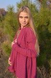 Junge Frau im Wald Lizenzfreie Stockfotografie