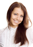 Junge Frau im weißen Hemdlächeln lizenzfreie stockbilder