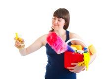 Junge Frau ist zur Reinigung betriebsbereit Stockbild