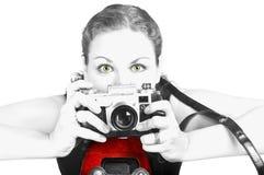 Junge Frau mit alter Kamera Lizenzfreies Stockbild