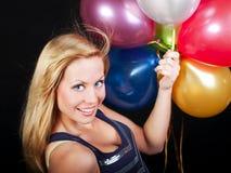 Junge Frau mit Ballons über Dunkelheit Lizenzfreie Stockbilder