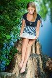 Junge Frau mit Buch Lizenzfreie Stockfotos